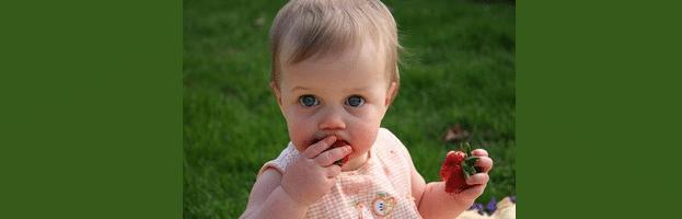 [ทำนายฝัน-ตัวเลข] ฝันว่าเด็กทารกเอาอาหารป้อนใส่ปากคุณ
