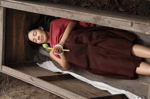 [ทำนายฝัน-ตัวเลข] ฝันเห็นศพนอนอยู่ในโลงศพ